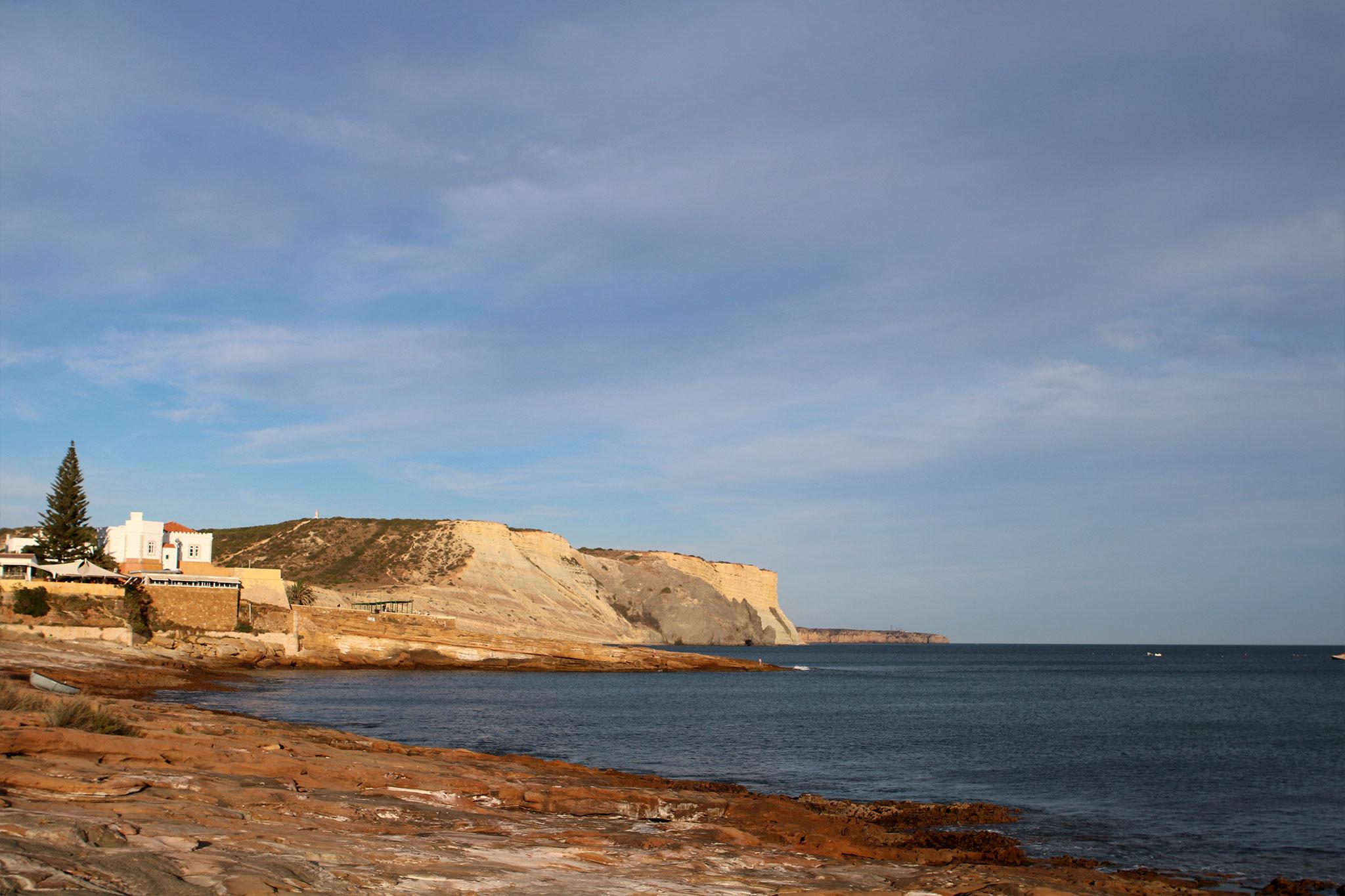praia_da_luz_rocha_negra